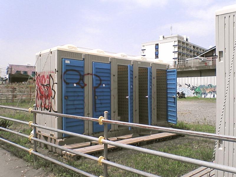 市有地の簡易トイレ