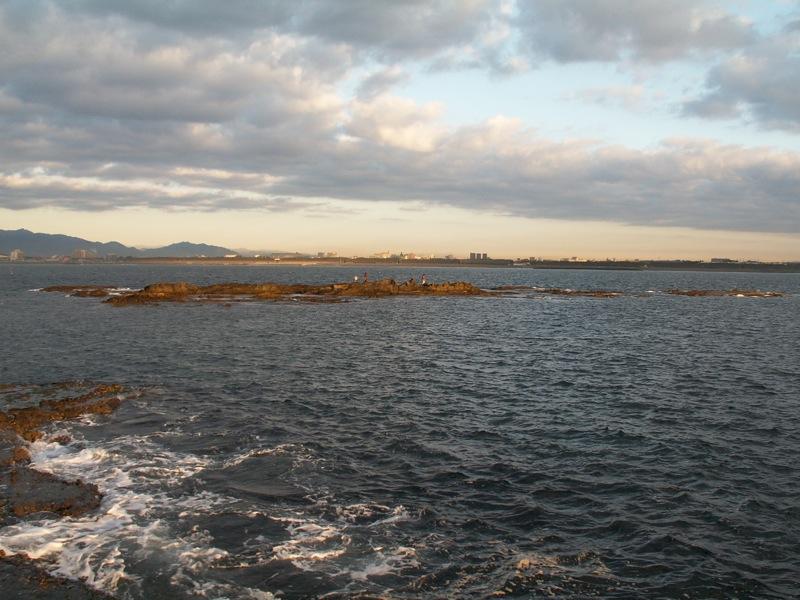 烏帽子岩から長者倉島を見る