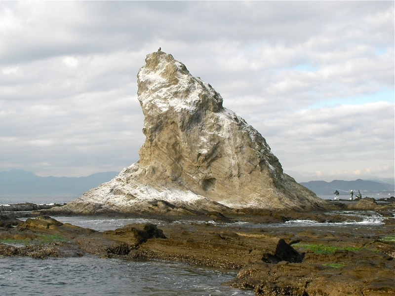 大平島から烏帽子岩を見る