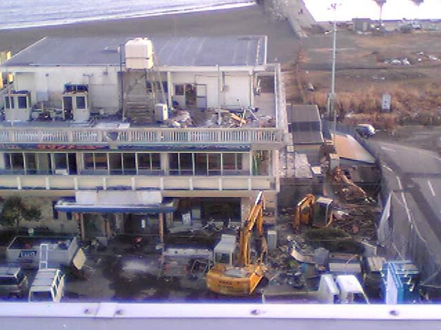 1月24日、解体準備中のフィッシュセンター