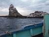 烏帽子岩を離れる渡船
